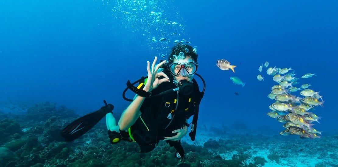 Die wichtigsten Handzeichen unter Wasser