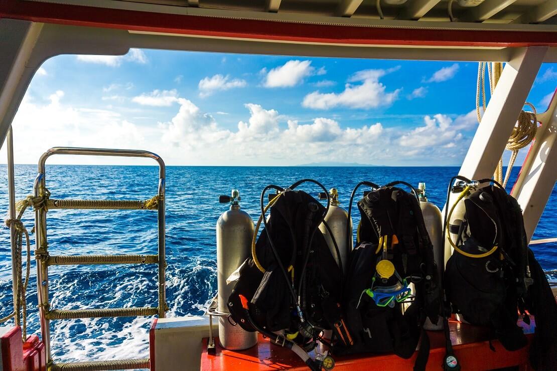 Tauchausrüstung auf einem Tauchboot