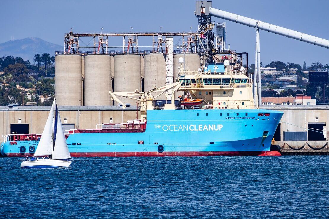 Schiff von The Ocean Cleanup auf dem Wasser