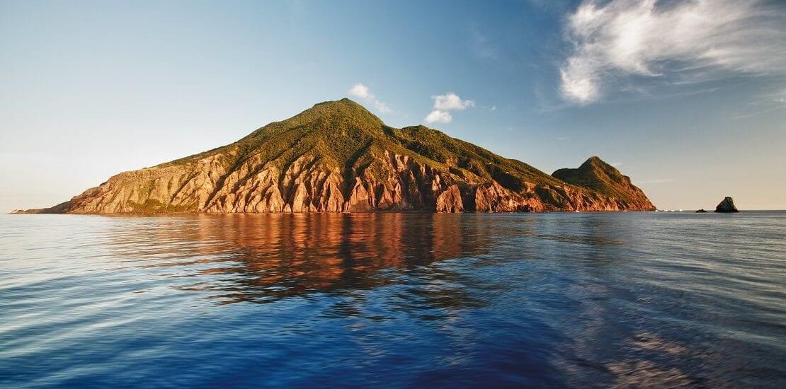 Saba: Tauchen zwischen vulkanischem Gestein