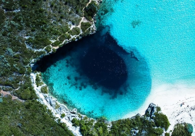 Die beeindruckendsten Blue Holes der Weltmeere