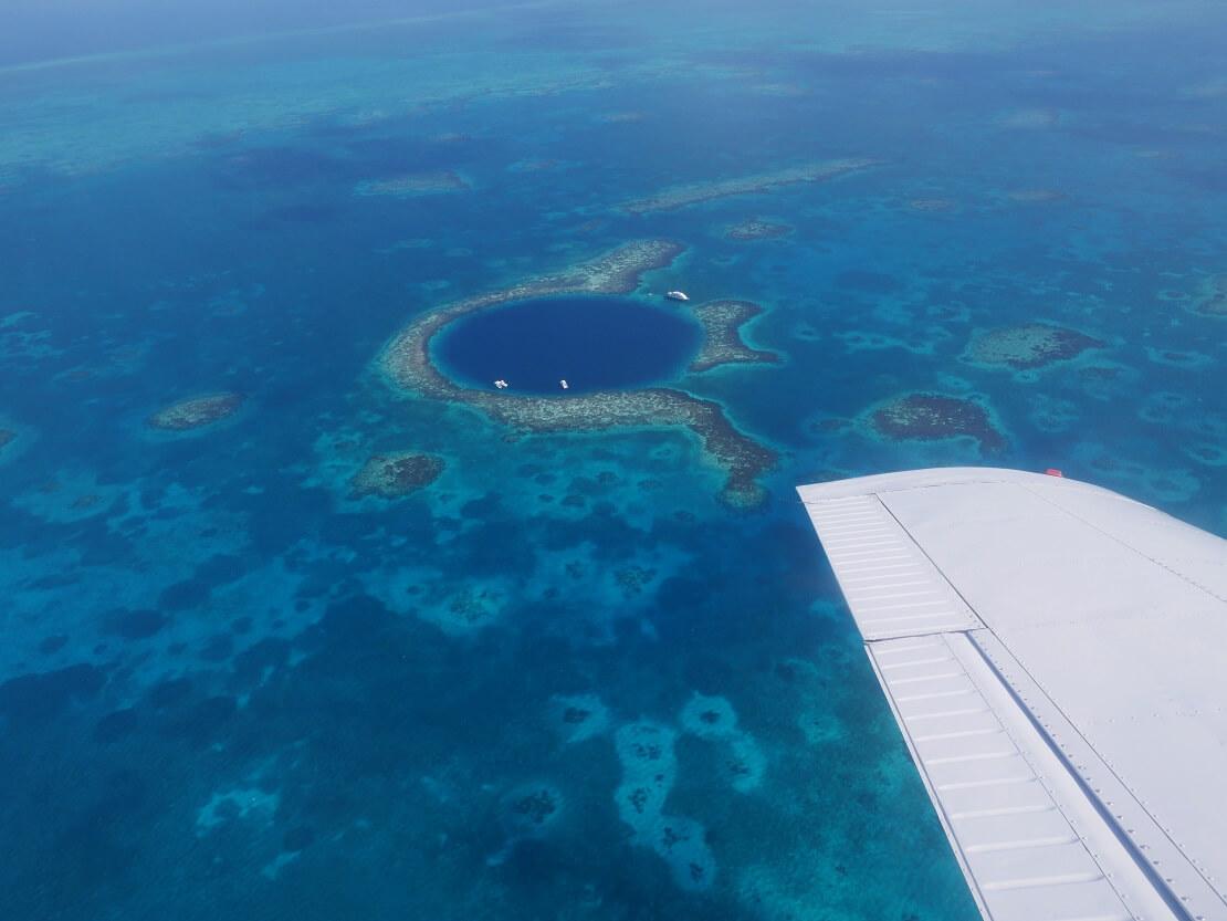 Great Blue Hole in Belize/ Karibik aus der Vogelperspektive