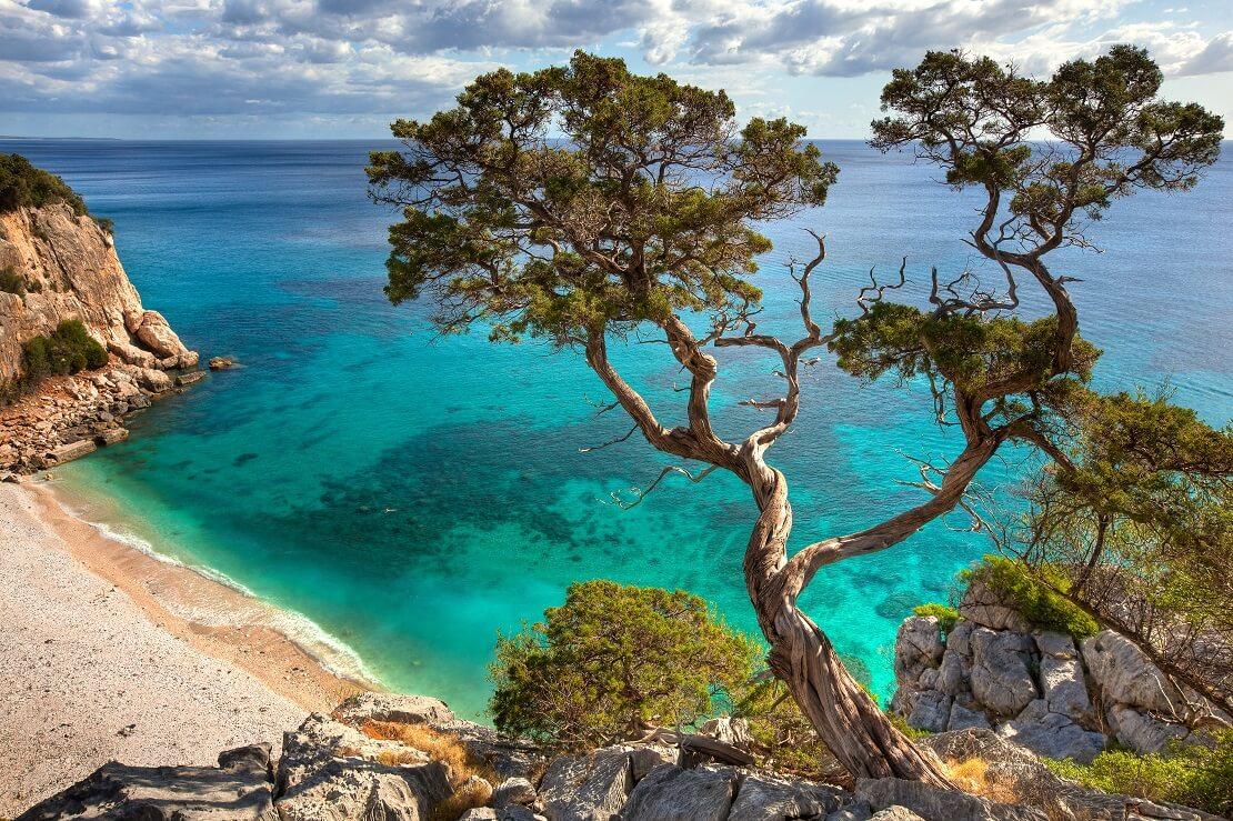 Küste von Italien mit türkisblauen Wasser