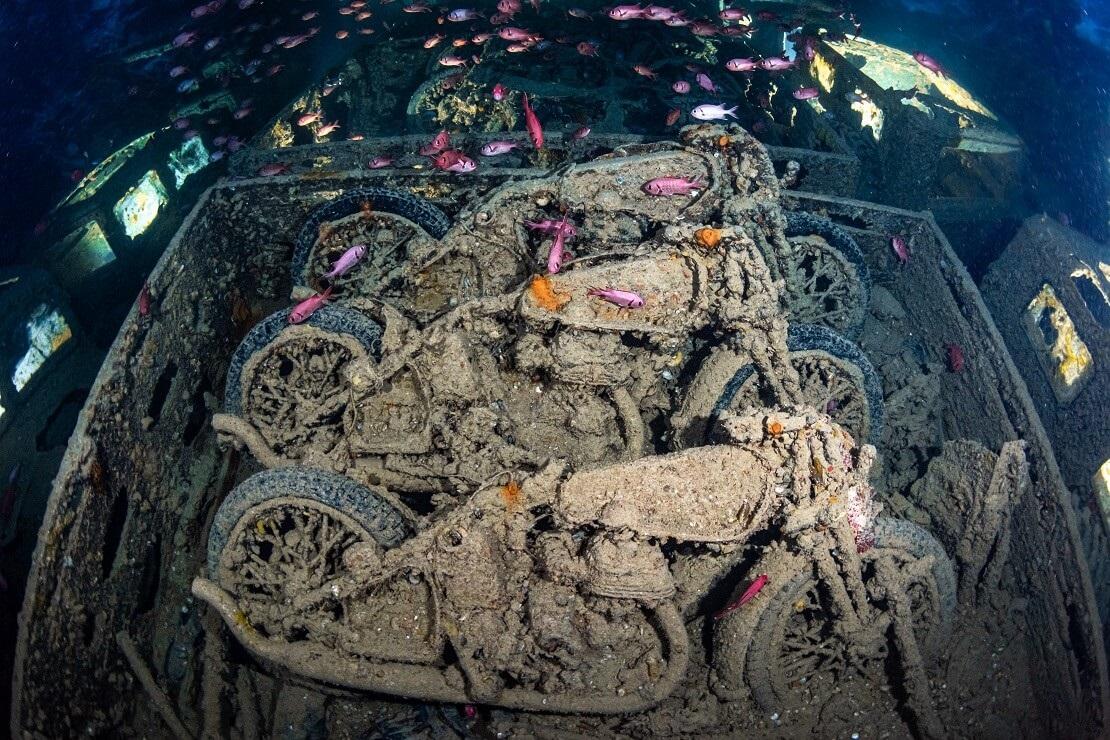 Motorräder unter Deck vom Wrack der SS Thistlegorm