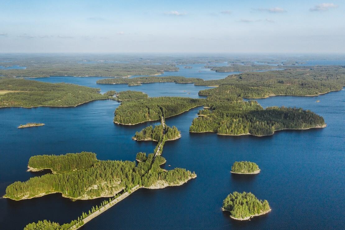 Der Saimaa-See mit seinen kleinen Inselgruppen