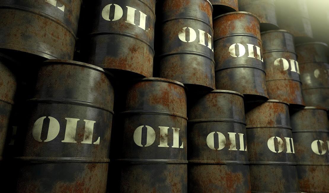 Ölfässer lagern neben-und übereinander