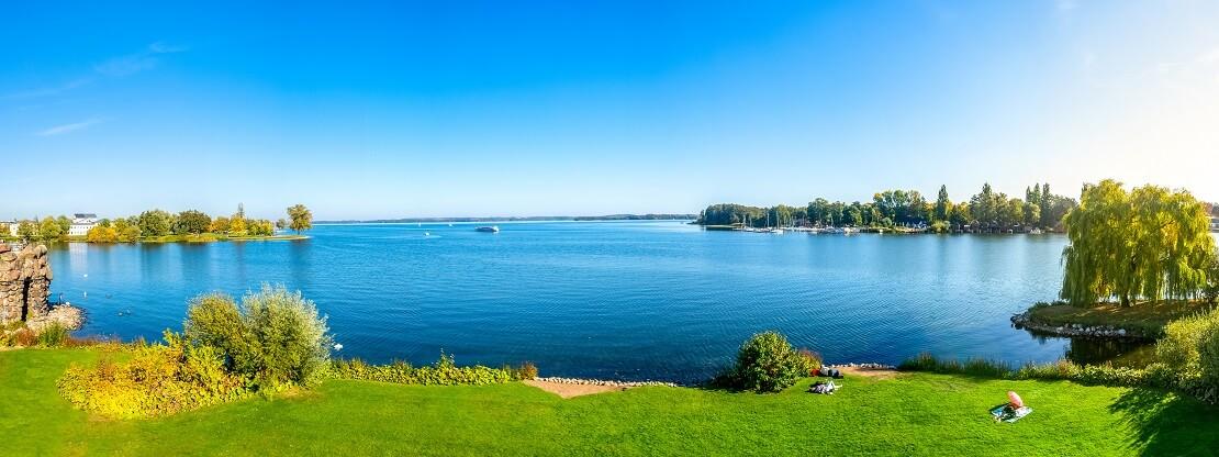 Der Schweriner See an einem Sommertag
