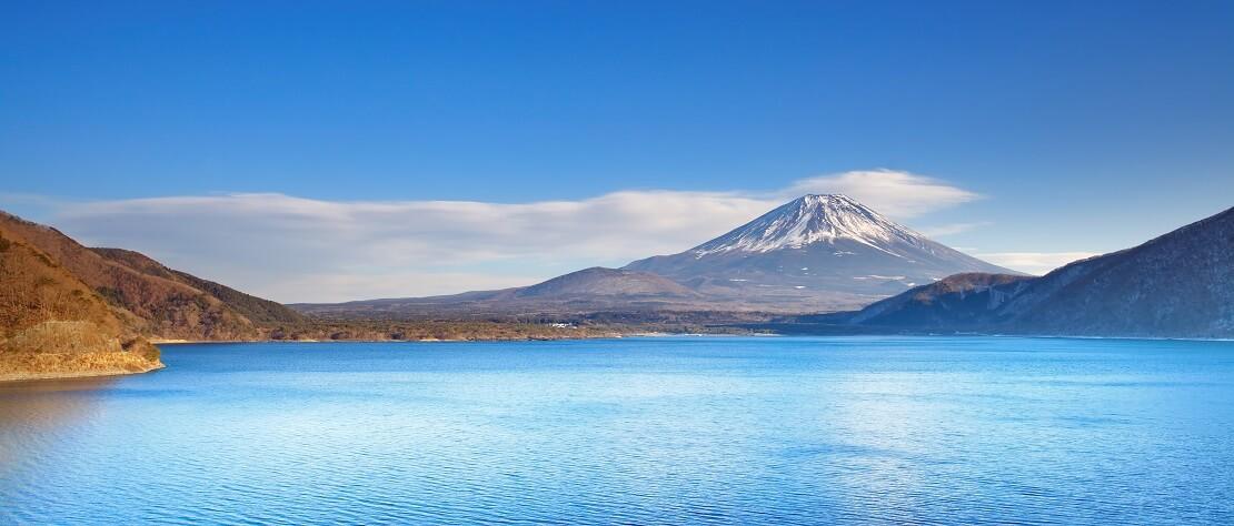 Japan: Zwischen Lavagestein im Motosu See