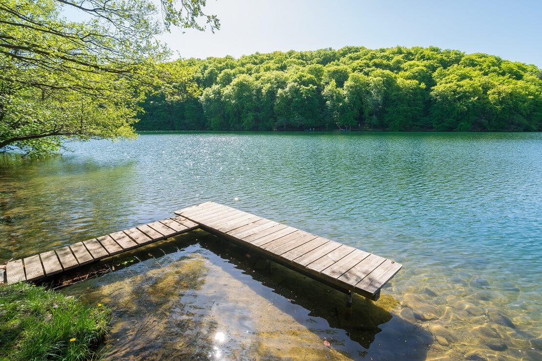 Ein Steg am Ufer des Schmalen Luzin