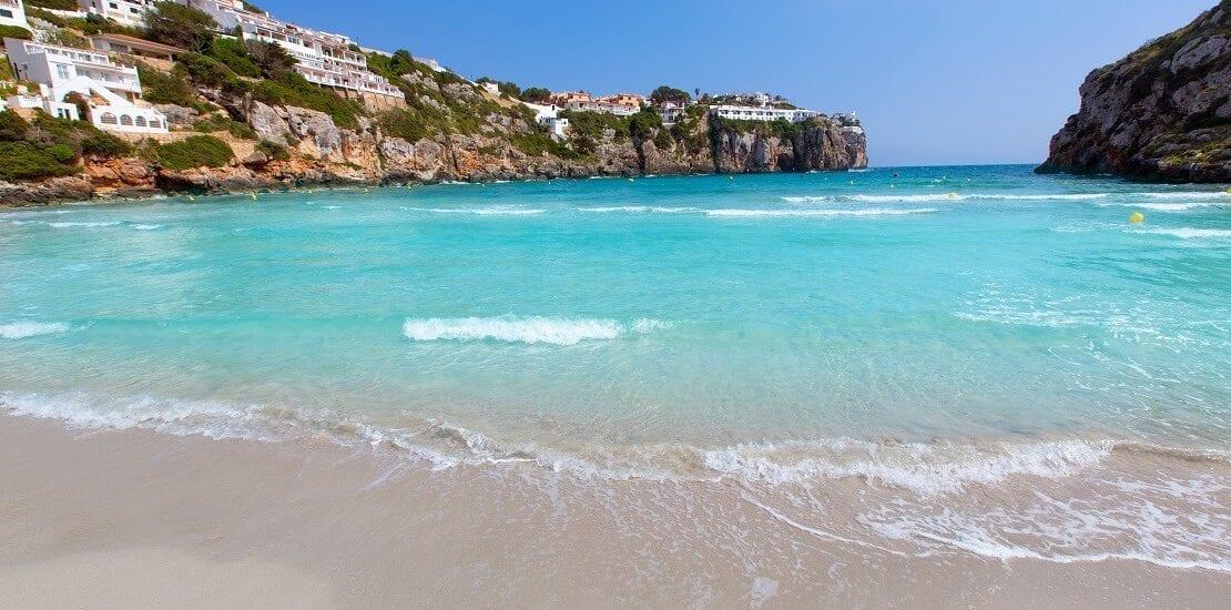 Zahlreiche Höhlen in den Gewässern Menorcas